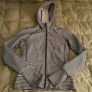 Women Lululemon sweatshirt